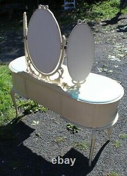 1960s White Dressing Table with Triple Mirror and Glass Top