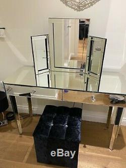 Coiffeuse Miroir Avec Miroir Tabouret Et La Vanité En Très Bon État