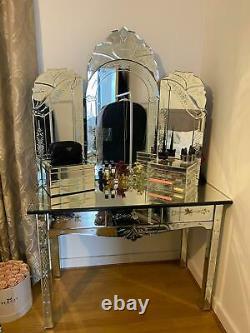 Dressing Miroir / Vanité / Table De Maquillage Avec Miroir Et Tiroirs De Chevet Assortis