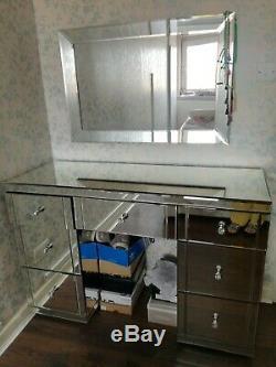 Habiller Miroir Ensemble Table Et Miroir Mural. Grande Taille