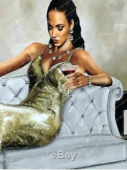 Lady Assise En Robe Crème / Or Avec Cristaux Et Image Décoration Cadre De Miroir