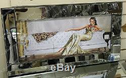 Lady Assise En Robe Crème / Or Avec Cristaux Et Image Miroir Cadre