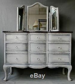 Poitrine Upcycled Commode De Style Reine Anne Habillant La Table Avec Miroir Tryptique