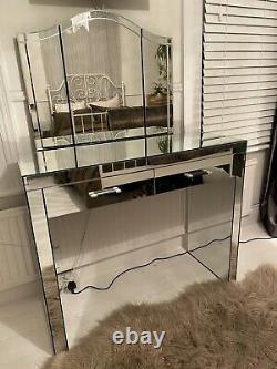 Table D'habillage Miroir Suivante Avec Miroir Et Deux Tables De Chevet