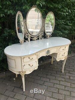Vintage Louis Rococo Crème & Gilt Triple Mirrored Coiffeuse Avec Plateau En Verre
